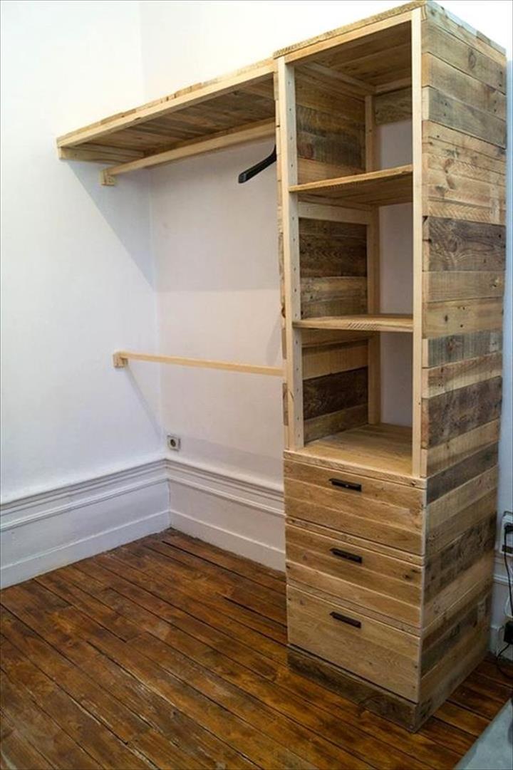 DIY Pallet Corner Closet