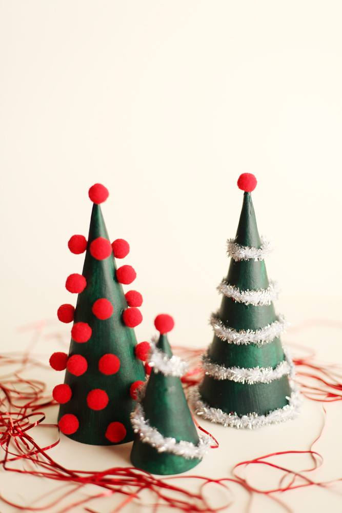 23 diy mini christmas tree decor ideas homelovr for Small christmas decorations