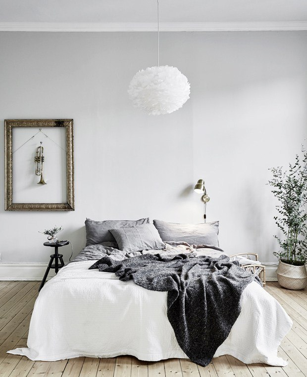 40 minimalist bedroom ideas less is more homelovr for Bedroom inspiration grey walls