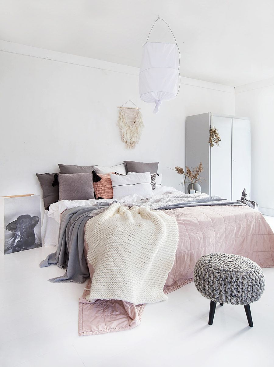 40 Minimalist Bedroom Ideas | Less is More | Homelovr on Minimalist Bedroom Ideas  id=14553