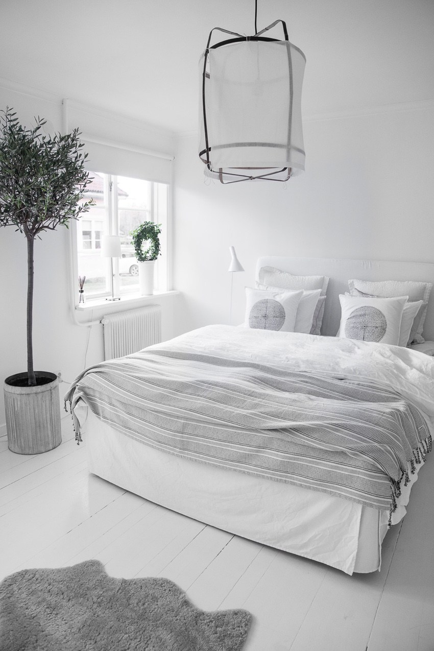 40 Minimalist Bedroom Ideas | Less is More | Homelovr on Bedroom Design Minimalist  id=43319