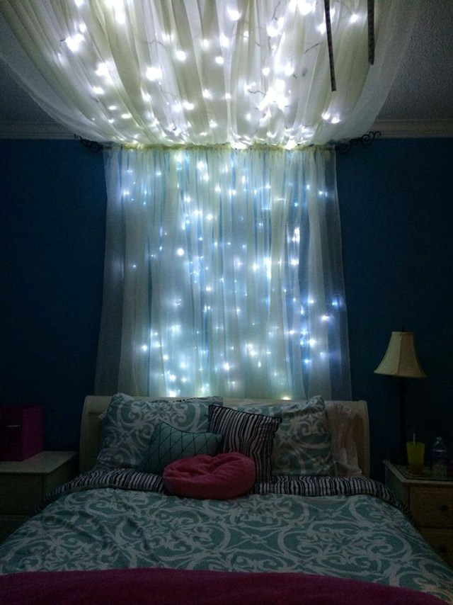 Brilliant Ways To Decorate With String Lights ALL Year Round - Twinkle lights on bedroom ceiling