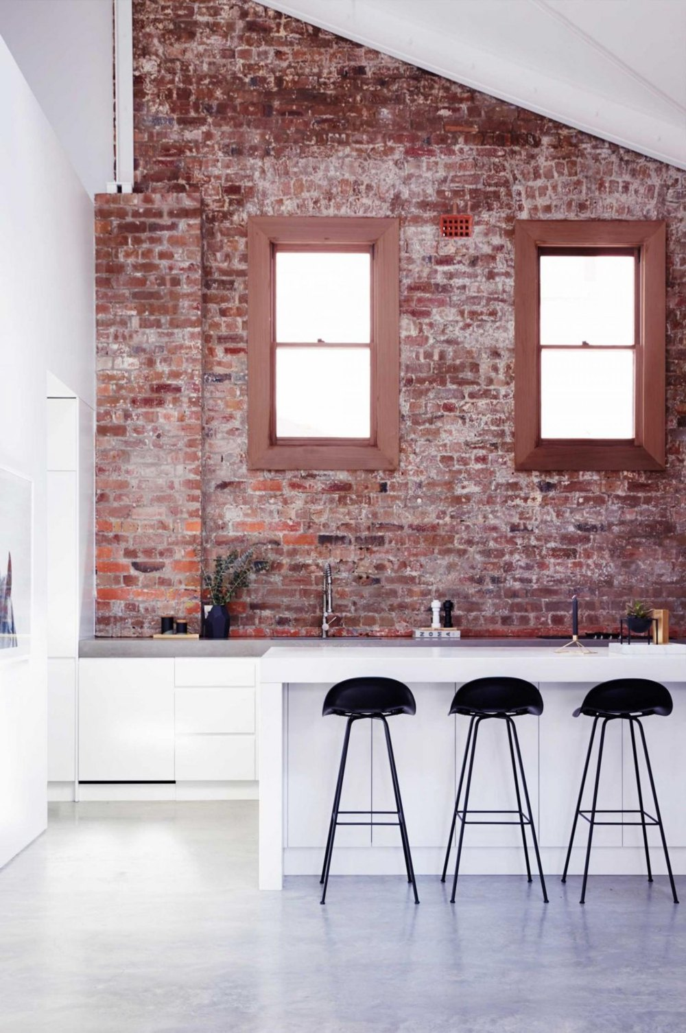19 stunning interior brick wall ideas decorate with for Kitchen bricks design
