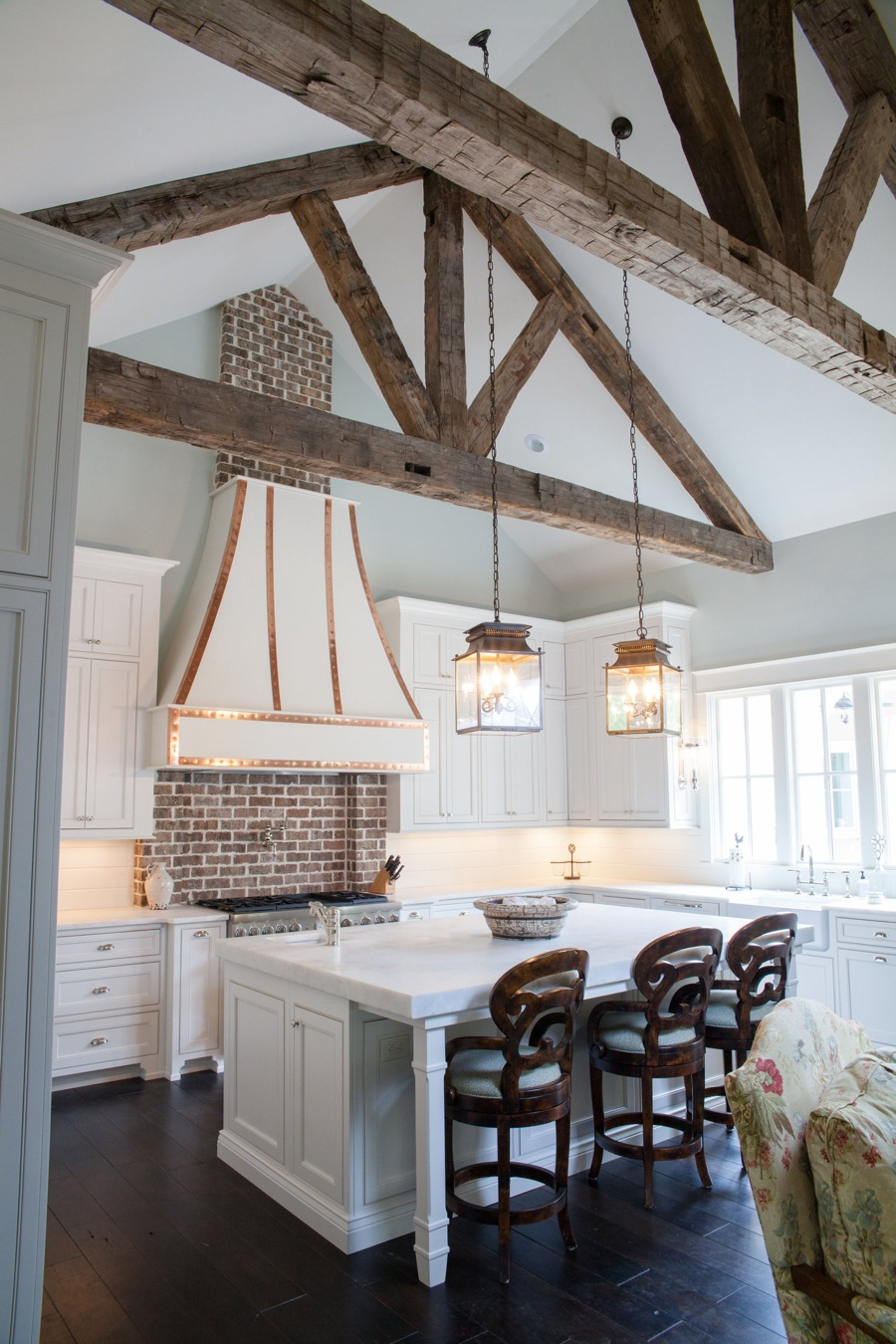 Vaulted Ceiling & White Classic Kitchen Island