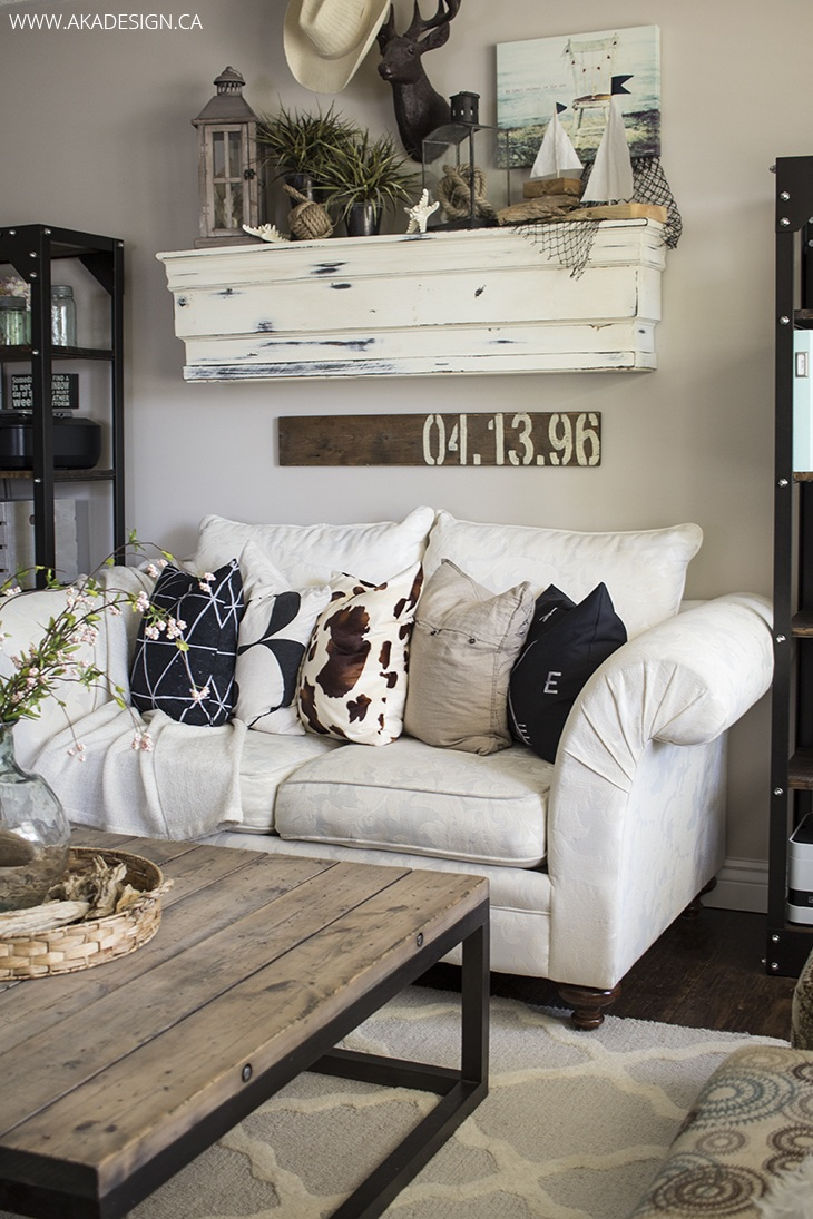 27 rustic farmhouse living room decor ideas for your home for Wall hangings for living room