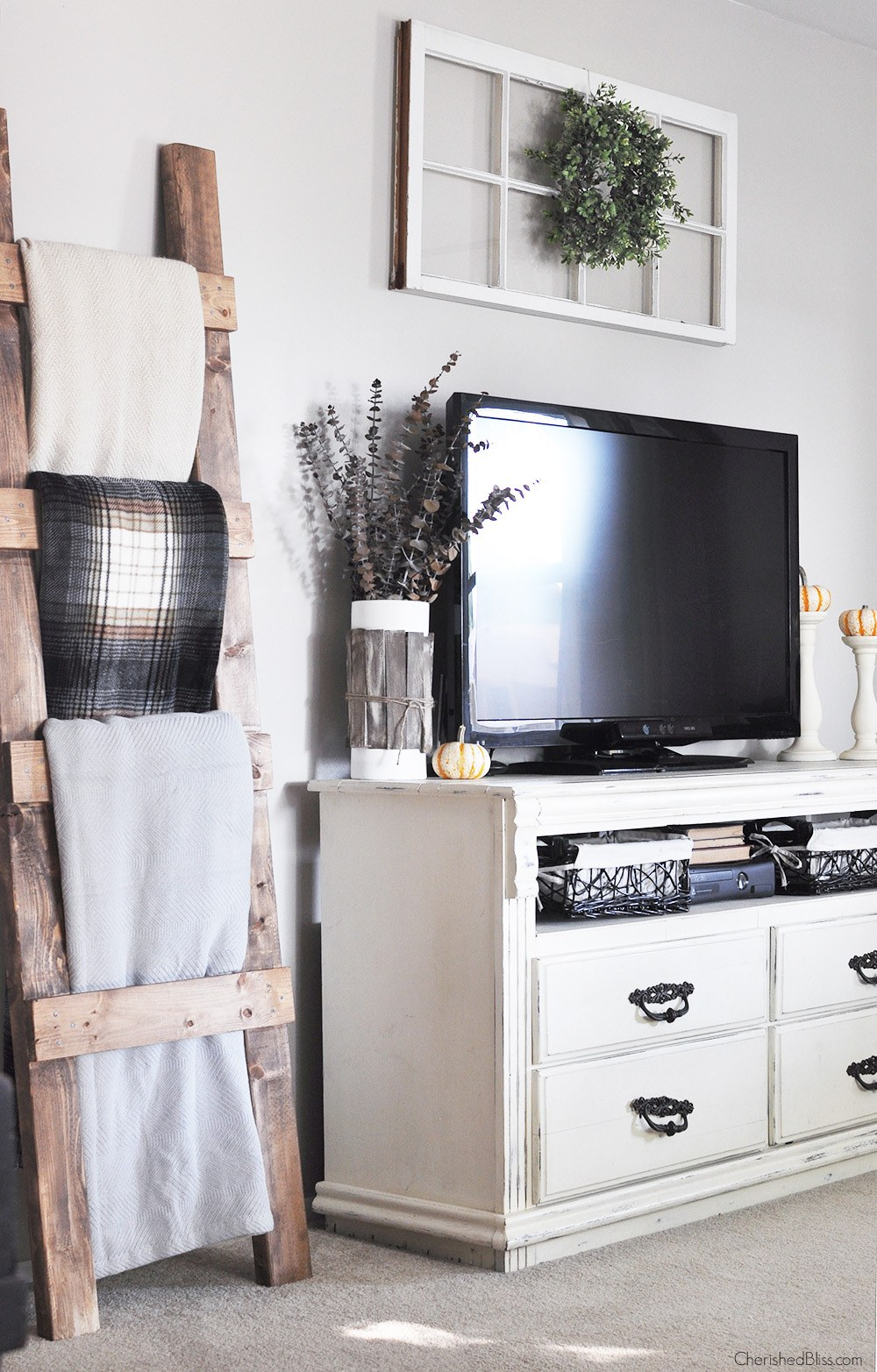 modern farmhouse tv decor - Modern Farmhouse Living Room