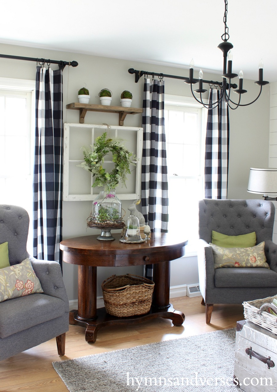 Spring Farmhouse Living Room Seating Area