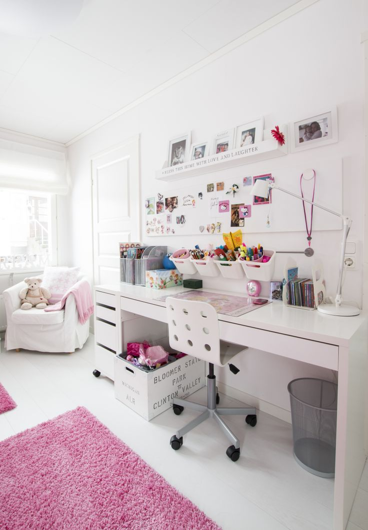 Teen Girl's Study Nook