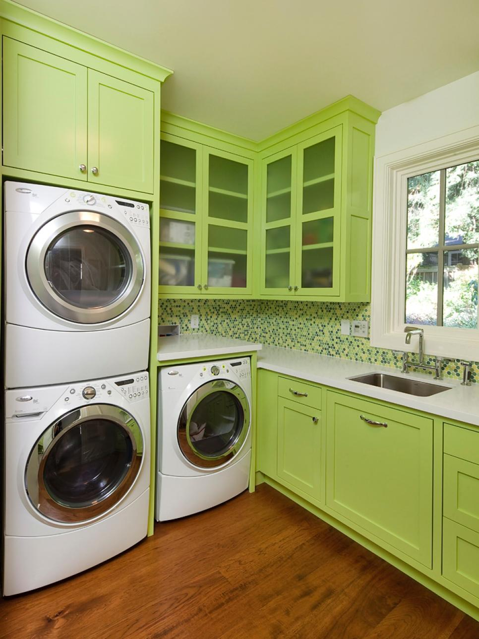 19 fabulous ideas how to add color to your laundry room for Open laundry room ideas