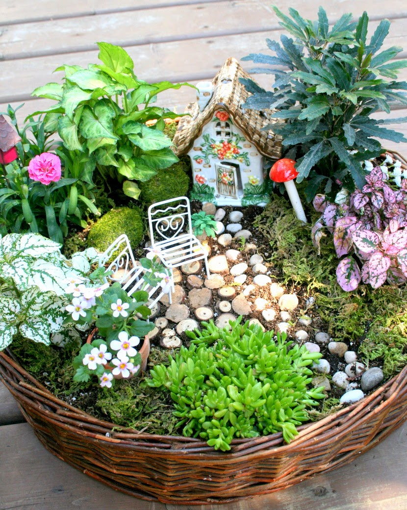 37 diy miniature fairy garden ideas to bring magic into for Fairy garden ideas diy
