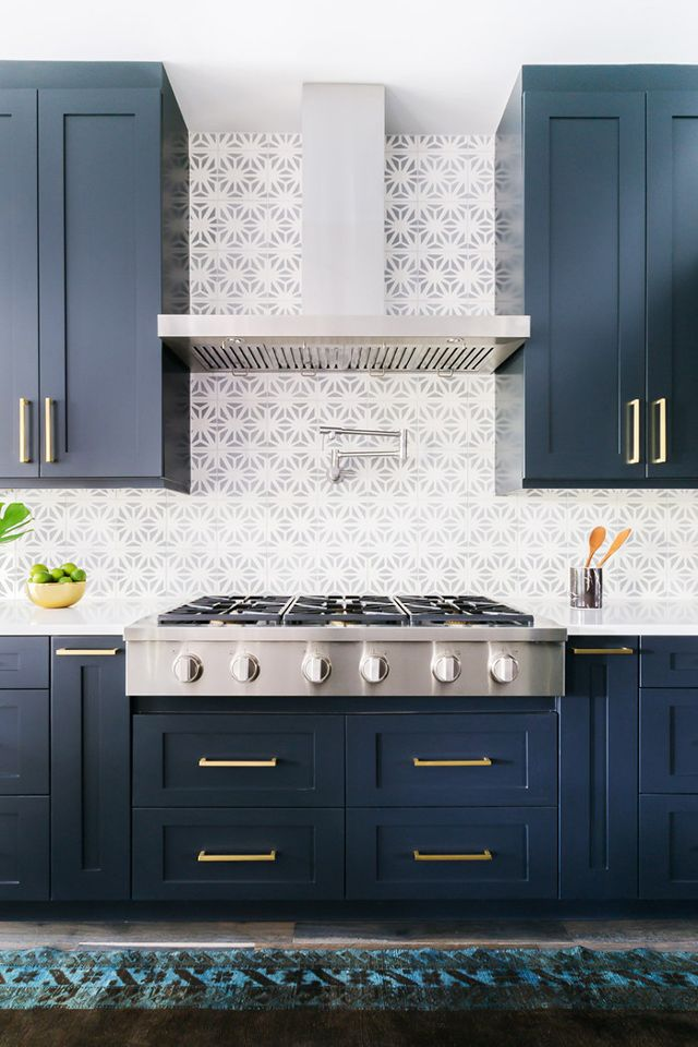 Neutral Backsplash & Deep Navy Cabinets