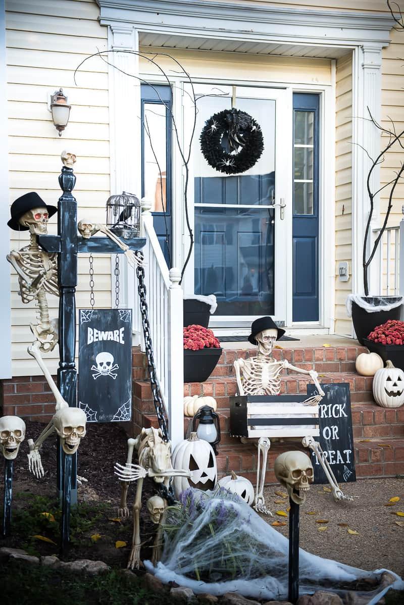 spooky halloween front porch decor