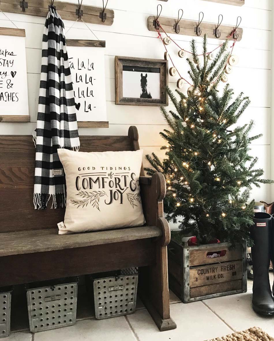 farmhouse christmas entry decor - Vintage Farmhouse Christmas Decor