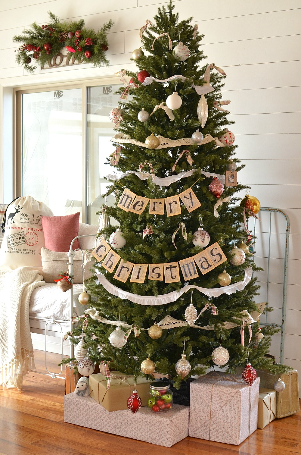 vintage farmhouse christmas tree - Neutral Christmas Decor