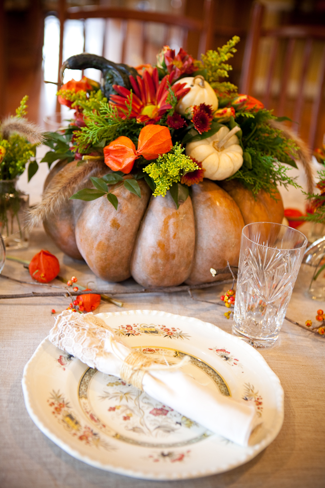 Easy pumpkin centerpiece to complete your Thanksgiving table. Fall Floral Arrangement in a Faux Pumpkin Container & 15 Last Minute Thanksgiving Centerpieces for Your Holiday Table ...