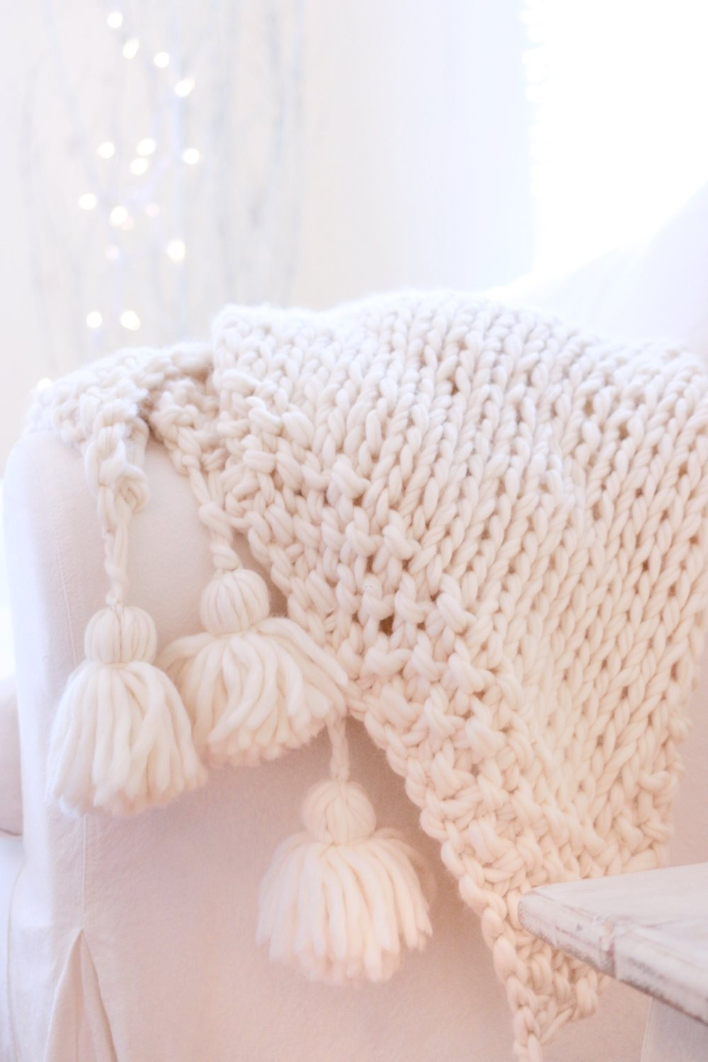 Easy DIY Chunky Knit Blankets to Cozy Up With | Homelovr