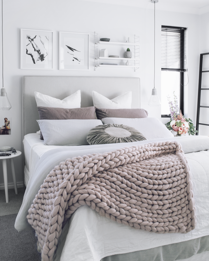 neutral chunky knit blanket