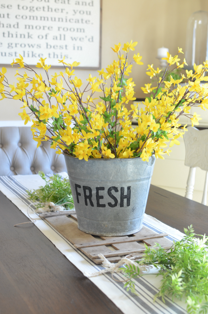 Farmhouse spring decor 20 beautiful ways to welcome for Bucket of flowers papercrafting