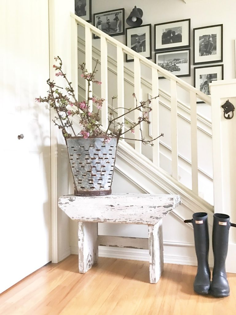 Farmhouse spring decor 20 beautiful ways to welcome spring in farmhouse style homelovr - What is farmhouse style ...