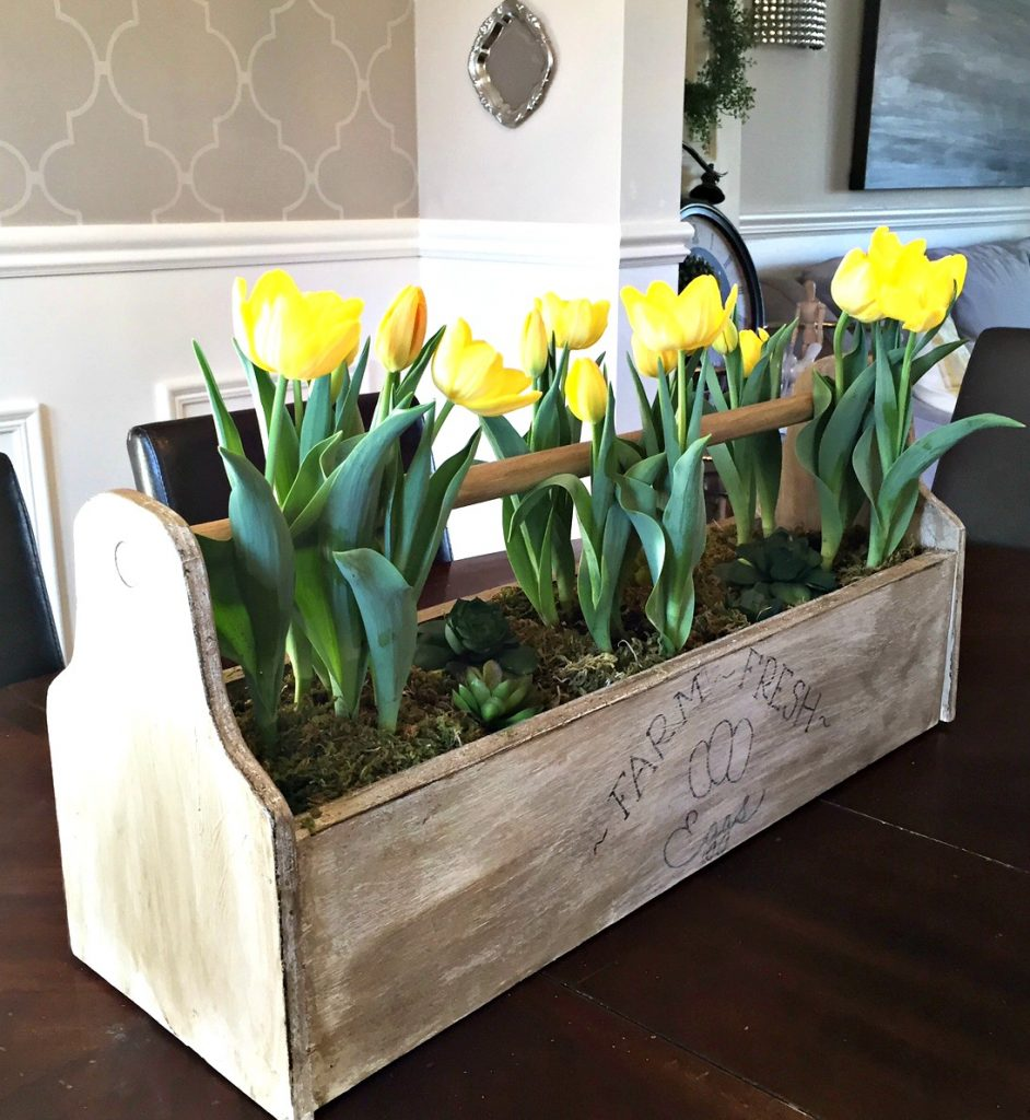 20 Ways To Spiff Up Your Backyard For Spring: Farmhouse Spring Decor: 20 Beautiful Ways To Welcome