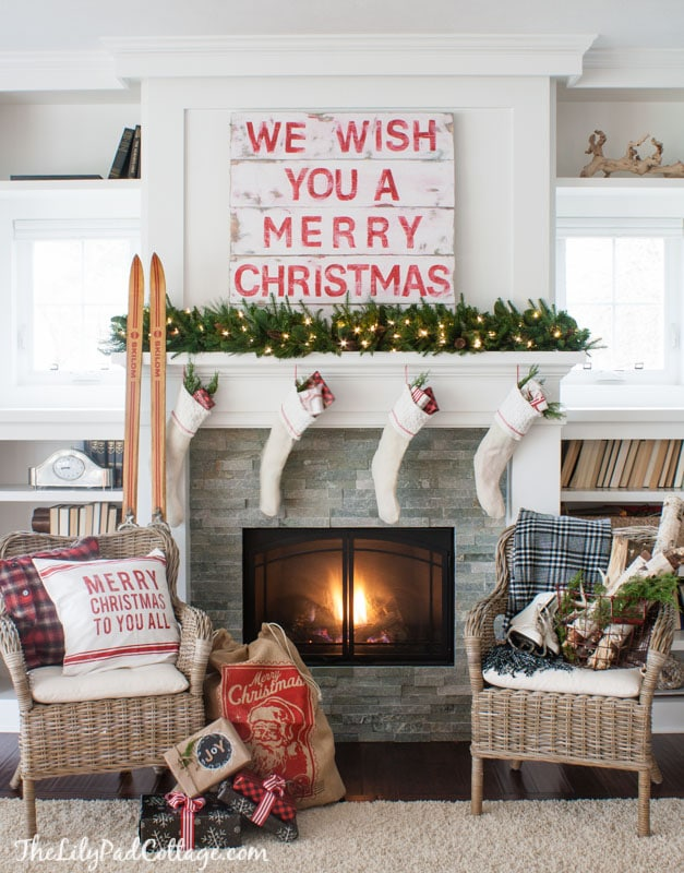 Christmas Mantel with Pallet Sign