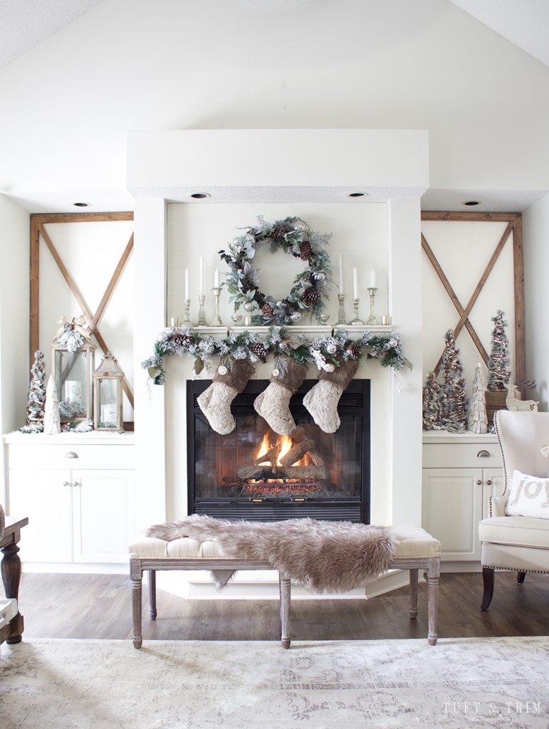29 Beautiful & Simple Christmas Mantel Decorating Ideas ...